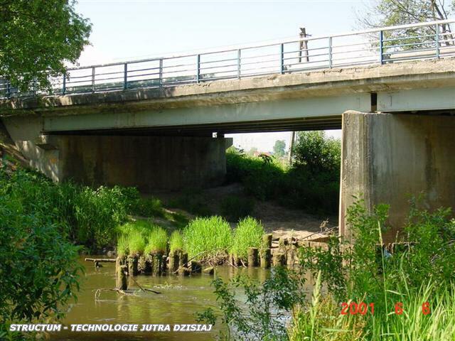 typowe uszkodzenia erozyjne mostu betonowego